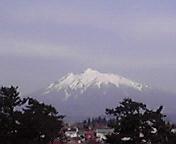 岩木山…弘前城公園から 29<br />  日8時46<br />  分
