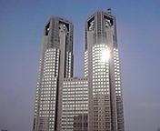 都庁に朝日… 5月17<br />  日6時45<br />  分