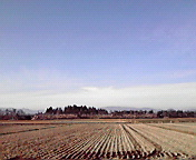 空と冬の田…北上にて12月20<br />  日午後13時<br />  02分