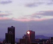 ビルに太陽の光…盛岡午前7時1<br />  3分