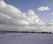 雪の田と空…矢巾町 <br />  15時08分