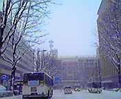 雪道…盛岡市役所前 12<br />  月25日午後<br />  12時43分