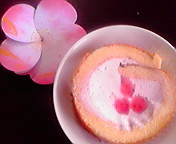 便箋とストロベリーロールケーキ